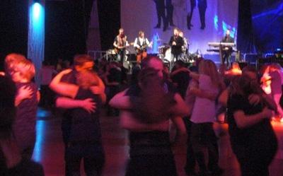 Här ser vi Casanovas spela upp till dans