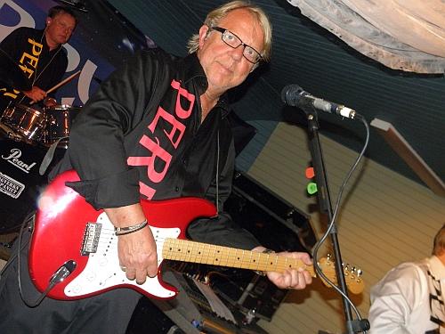Rolf med sin gitarr