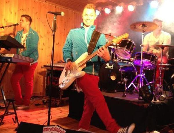 Umbrella live. Bild lånad från bandets facebooksida