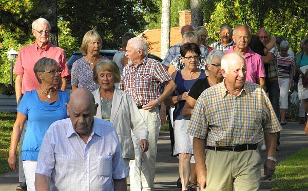 Många ville dansa till Holens
