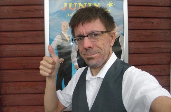 Tummen upp för Junix