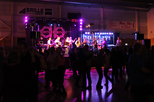 Dansen i full gång i Lunnerhallen