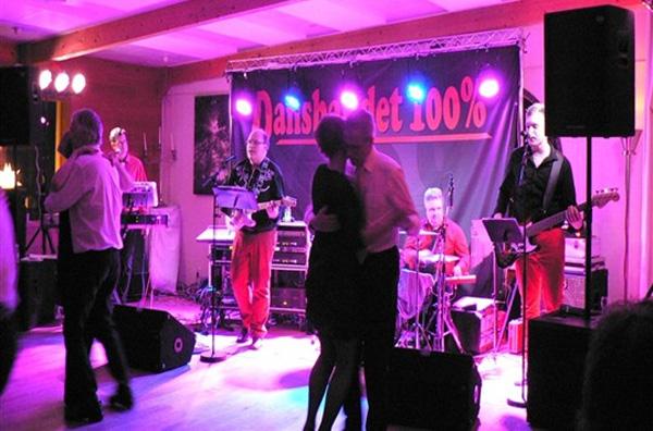 Dansbandet 100% på scenen