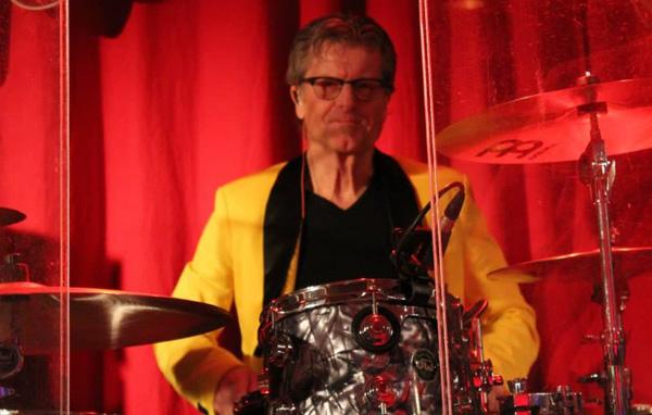 Allan med sina trummor