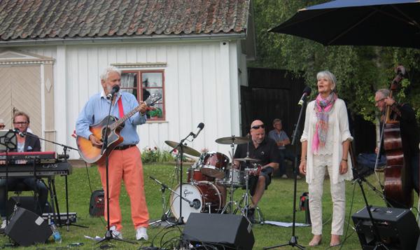 Hasse & Moncia med Kvinnaböske band
