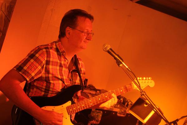 Osten med sin gitarr