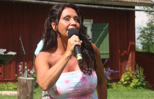Christina Lindberg bjöd på skönsång