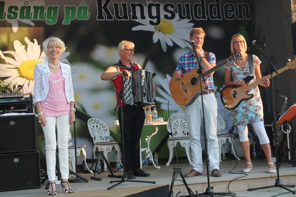Mona Peo-Stålknapp och Johan & Gunilla