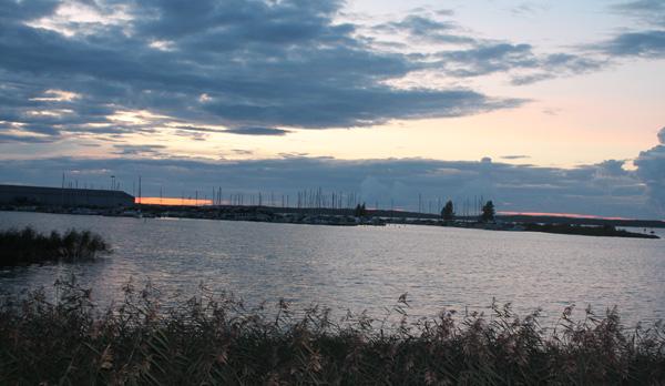 Utsikt över Vänern och hamnen