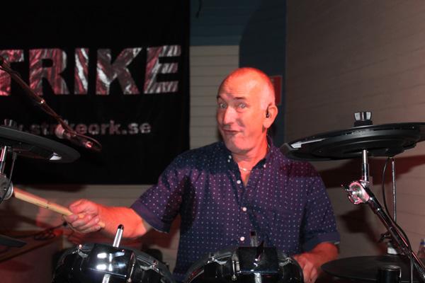 Roland på trummor