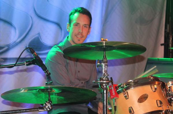 Andreas Carlson på trummor
