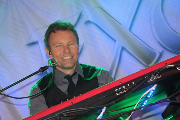 Mårten på klaviatur