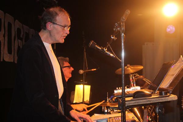 Lennart bakom klaviaturen