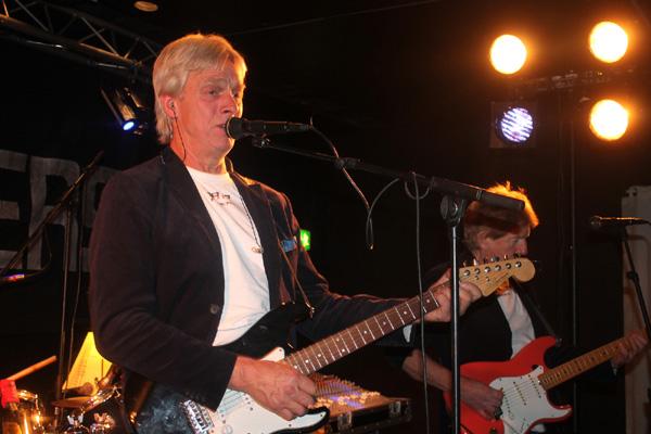 Roger sjunger