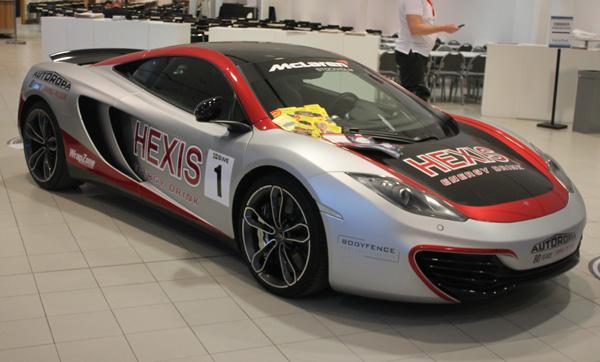Snygg stripad bil med Hexis folie