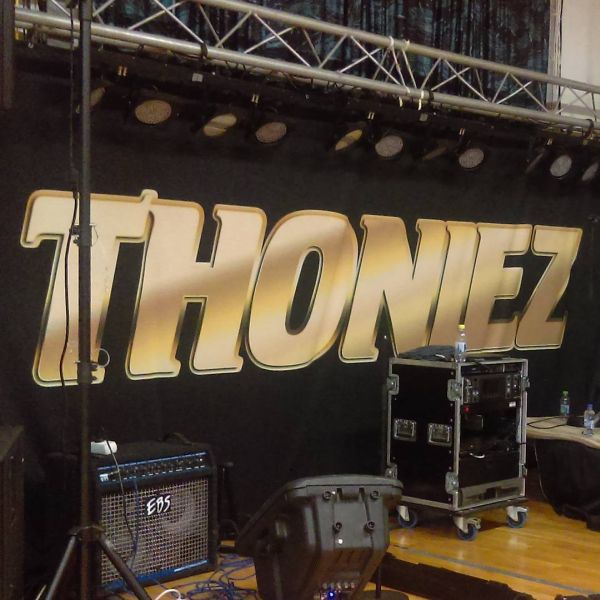 Lite fr? att se en logotyp man sjä skapat. #dansband #thoniez #danslogen